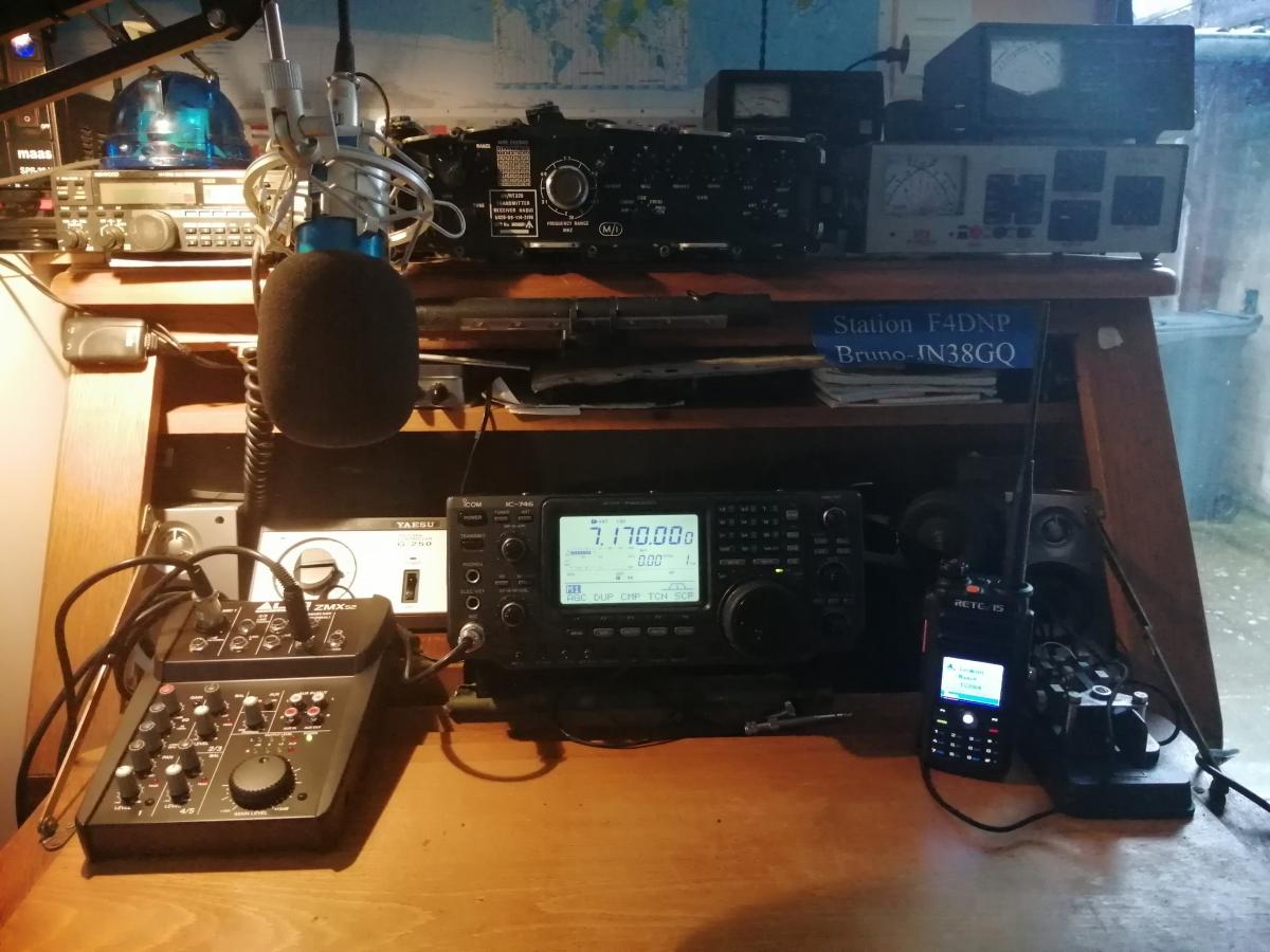 ICOM IC746 avec micro Tonor BM700 et mixer Alto Station-f4dnp