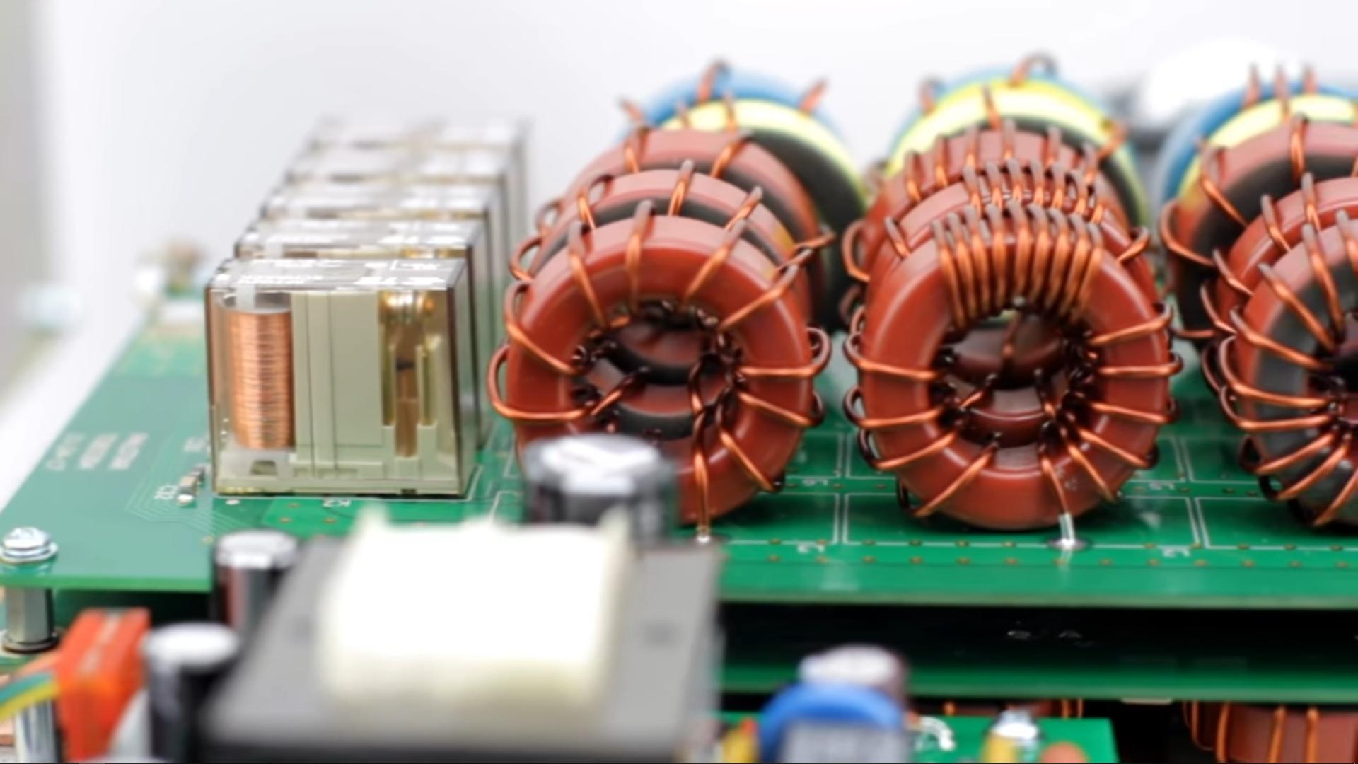 Palstar Amplificateur HF à transistors LA-1K Cellules-sortie