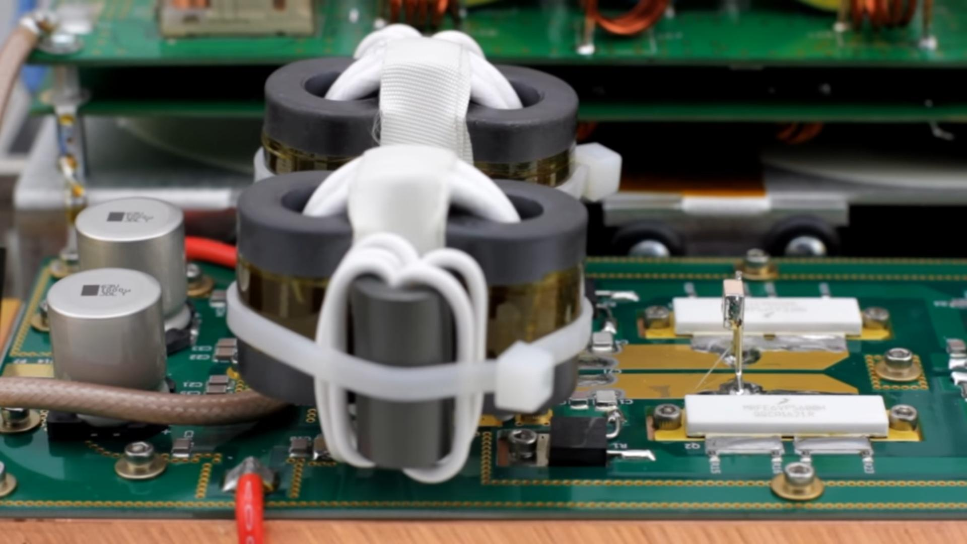 Palstar Amplificateur HF à transistors LA-1K Transistor